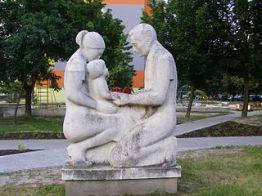 320px-Parents_with_child_Statue_Hrobakova_street_Bratislava