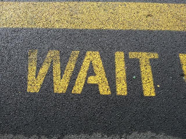 wait-661072_640